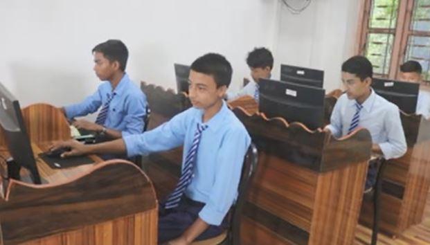 इलामकै पुरानो सरकारी विद्यालयमा डिजिटल प्रबिधिवाट पढाई सुरु
